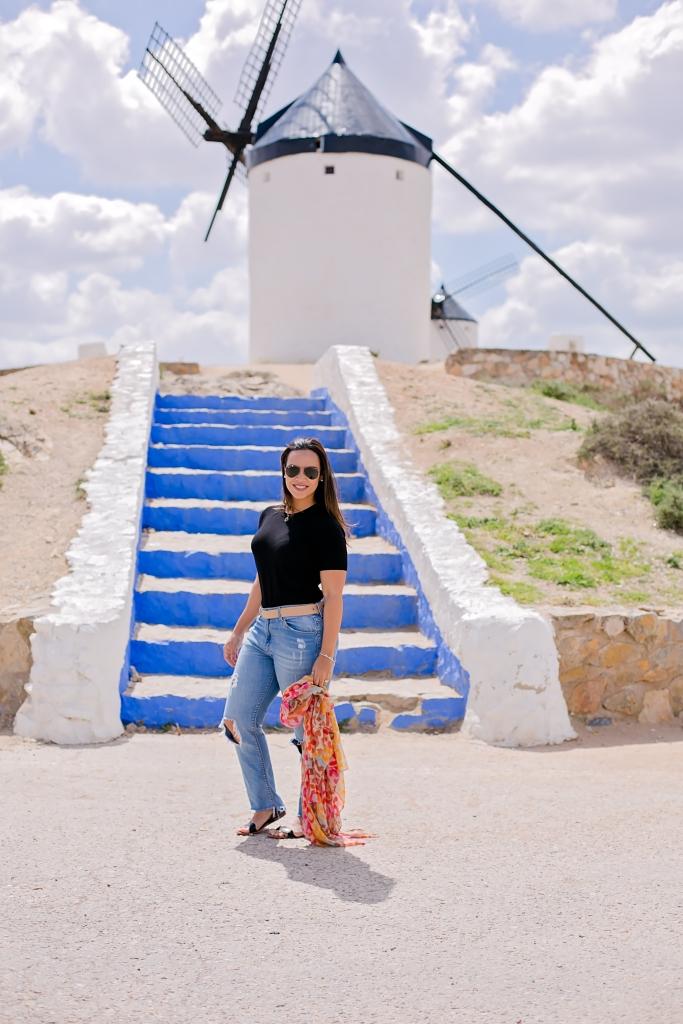 Olá sou Luciana, uma viajante eFotógrafa de Viagens.Uma carioca da gema de alma e coração, que mora em Portugal. Desde criança a minha paixão era o mundo, sonhava em trabalhar com viagens, montar rotas e roteiros, e claro viajar também!
